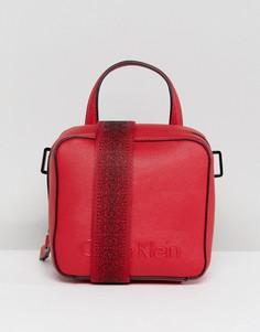 Сумка с широким ремешком Calvin Klein - Красный