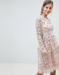 Платье для выпускного миди с длинными рукавами, открытой спиной и цветочной вышивкой Chi Chi London - Мульти