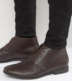 Коричневые ботинки чукка для широкой стопы из искусственной кожи ASOS DESIGN - Коричневый