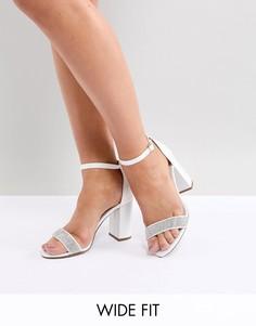 Босоножки на блочном каблуке с декорированным ремешком New Look Wide Fit - Белый