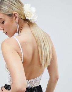 Заколка для волос с цветочной отделкой и искусственным жемчугом ASOS DESIGN - Кремовый