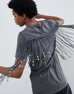 Удлиненная футболка с бахромой и бусинами на спине и рукавах ASOS DESIGN - Серый