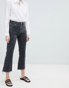 Укороченные расклешенные джинсы с леопардовым принтом ASOS DESIGN Egerton - Мульти