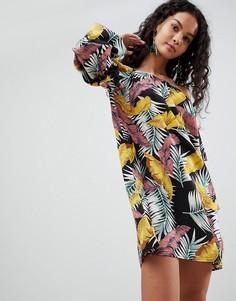 Свободное платье с открытыми плечами и лиственным принтом QED London - Черный