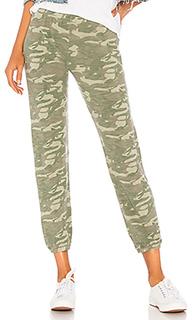 Свободные брюки tonal camo - MONROW