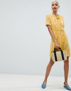 Короткое приталенное платье с завязками и цветочным принтом Pieces - Мульти