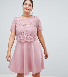 Короткое приталенное платье с кружевной отделкой Club L Plus - Розовый