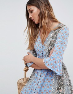 Свободное платье макси с рукавами клеш и принтом в стиле пэтчворк Glamorous - Синий