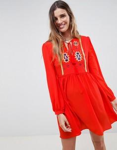 Свободное платье с вышивкой и кисточками Glamorous - Красный