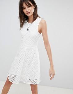 Кружевное короткое приталенное платье Vero Moda - Белый