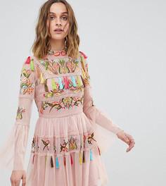 5b4ec690abf0218 Короткое приталенное платье с вышивкой и кисточками Frock And Frill -  Розовый
