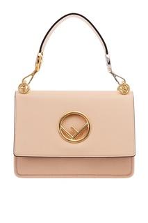 Бежевая сумка с золотистым логотипом Fendi