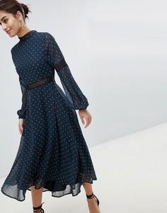 Короткое приталенное платье в горошек с открытой спиной Hope & Ivy - Темно-синий