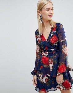 Ярусное платье с V-образным вырезом и цветочным принтом Lipsy - Мульти