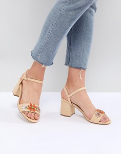 Босоножки на среднем каблуке с отделкой Glamorous - Бежевый
