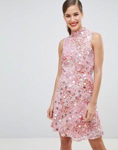 Короткое приталенное платье с высоким воротом и декоративной отделкой River Island - Розовый