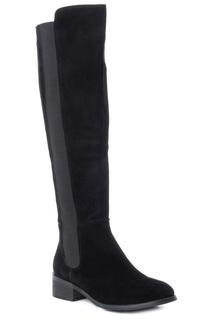 boots Carmela