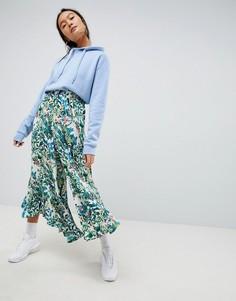 Широкие брюки с оборкой Weekday - Кремовый