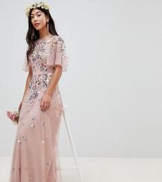 Платье макси из сетчатой ткани добби с цветочной вышивкой и расклешенными рукавами ASOS DESIGN Petite - Розовый