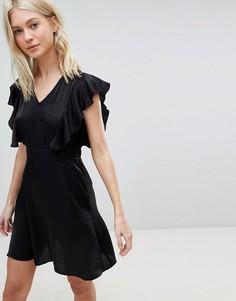 Короткое приталенное платье с оборками на плечах Vero Moda - Мульти