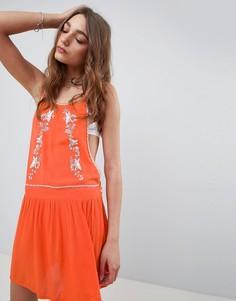 Платье с высоким воротом, вышивкой и вырезами по бокам Kiss The Sky - Красный