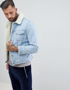 Синяя выбеленная джинсовая куртка с подкладкой из искусственного меха ASOS DESIGN - Синий