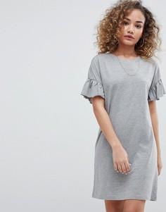 Платье-футболка с рукавами-оборками Noisy May - Серый