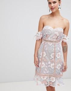 Платье с вышивкой и открытыми плечами True Decadence - Мульти