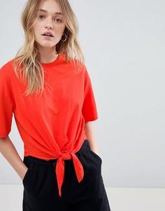 Укороченная футболка с узлом Monki - Красный