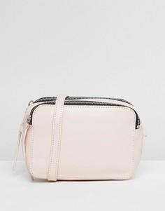 Кожаная сумка для фотоаппарата через плечо ASOS DESIGN - Розовый