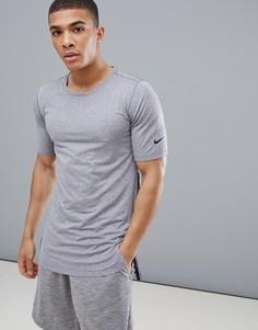 Серая приталенная футболка в стиле милитари Nike Training AA1591-037 - Серый