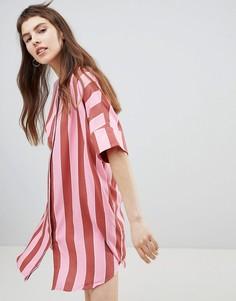 Платье-рубашка в полоску с пуговицами Monki - Розовый