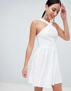 Короткое приталенное платье с перекрестными бретельками ASOS DESIGN - Белый