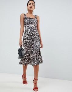 Платье-футляр с леопардовым принтом и пряжкой ASOS DESIGN - Мульти