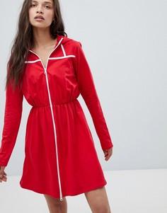 Платье-свитшот с капюшоном и контрастным кантом Heartbreak - Красный