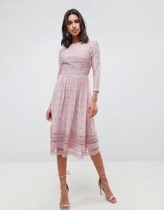 Кружевное приталенное платье миди ASOS PREMIUM - Розовый