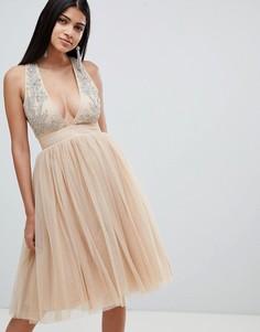 Декорированное платье с глубоким вырезом Rare - Кремовый