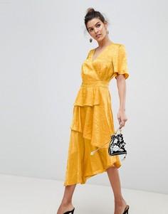 Атласное платье с запахом и цветочным принтом Y.A.S - Желтый
