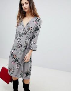 Платье с запахом и цветочным принтом Soaked In Luxury - Серый