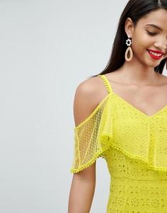 Асимметричное платье макси с вышивкой ришелье ASOS DESIGN - Желтый