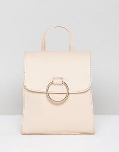 Кожаный мини-рюкзак с декоративным кольцом ASOS DESIGN - Розовый