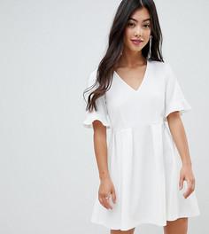 Свободное платье мини с V-образным вырезом и оборками на рукавах ASOS DESIGN Petite - Белый