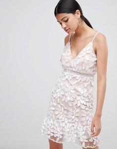 Платье с аппликацией и оборкой по краю Love Triangle - Белый