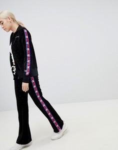 Бархатные спортивные брюки с логотипом и лентой по бокам Champion - Черный