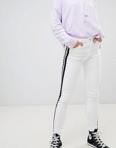 Белые джинсы с контрастными полосками по бокам Pull&Bear - Белый Pull&Bear