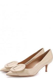 Лаковые туфли с пряжкой на каблуке kitten heel Gianvito Rossi