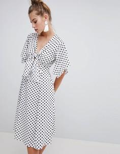 Платье миди в горошек с узлом спереди Boohoo - Белый