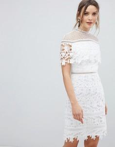 Кружевное платье мини с высоким воротником Chi Chi London - Белый