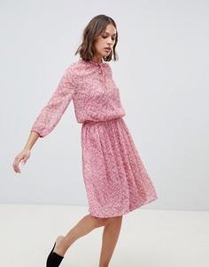 Платье с высоким воротником и цветочным принтом Ichi - Розовый