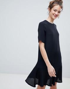 Черное короткое приталенное платье Monki - Черный